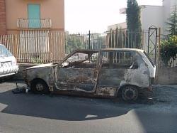 Uno bruciata in Via Antonio Pane