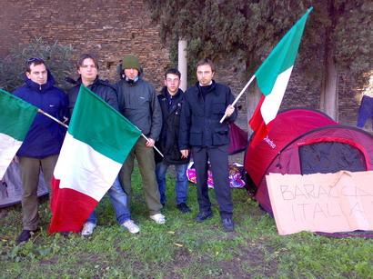 """Le foto di """"Baracca Italia"""" al risveglio dopo il primogiorno"""