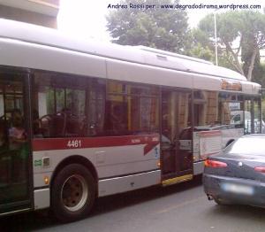 autobus-grigio
