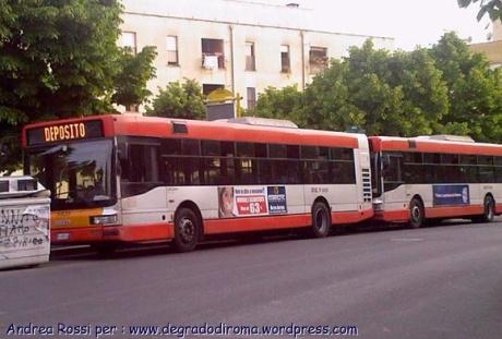 autobus_grigio_rosso